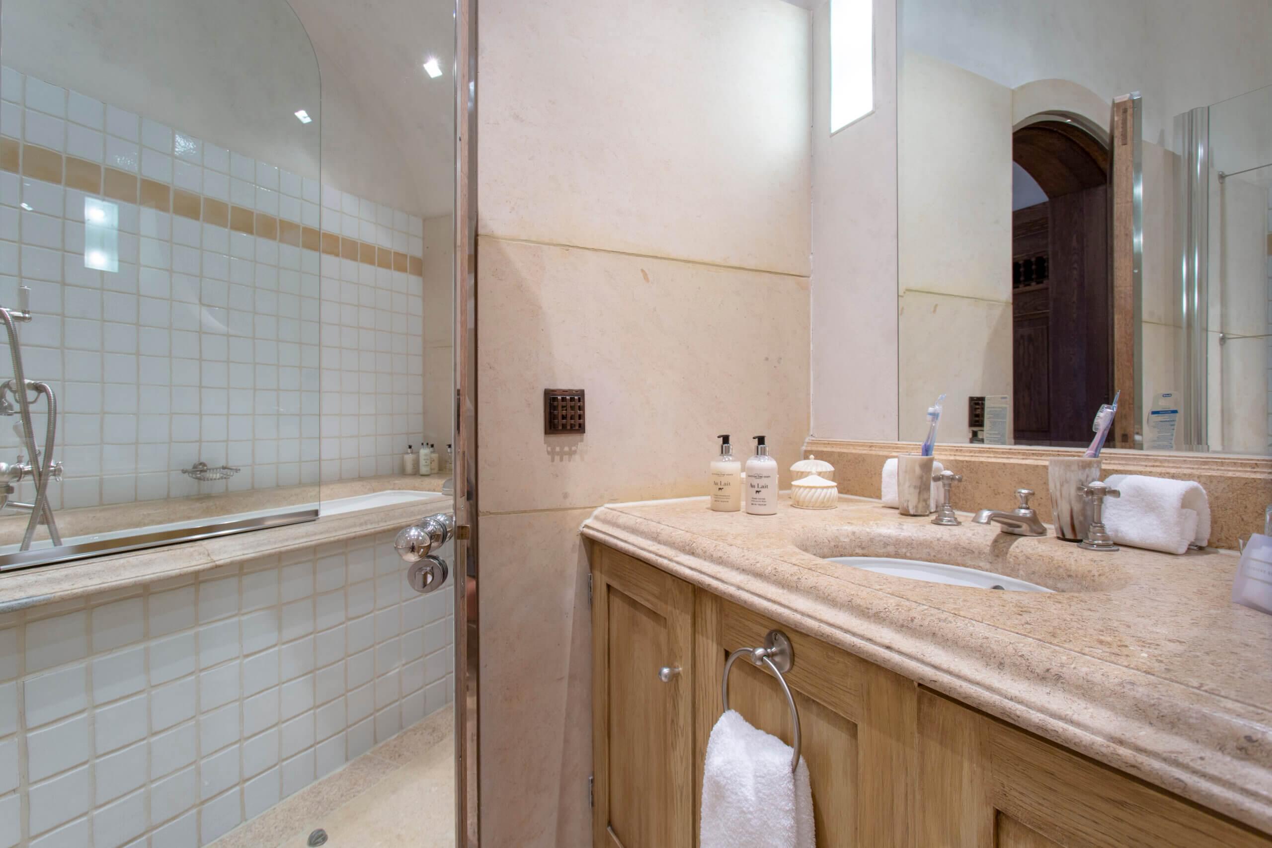 Gate Lodge en suite bathrooms